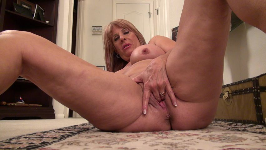 Solo mature pussy