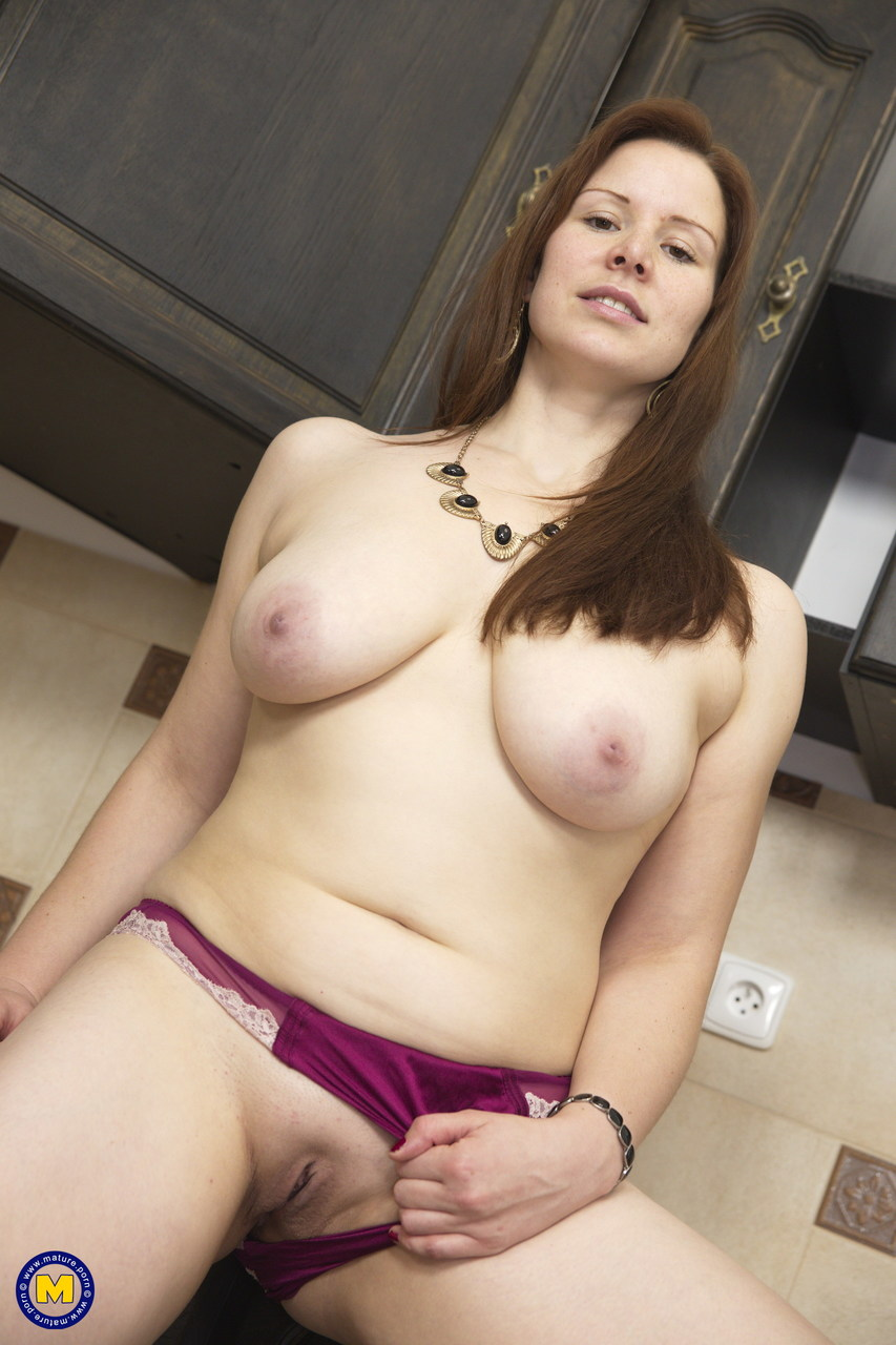 Moms naked pussy images